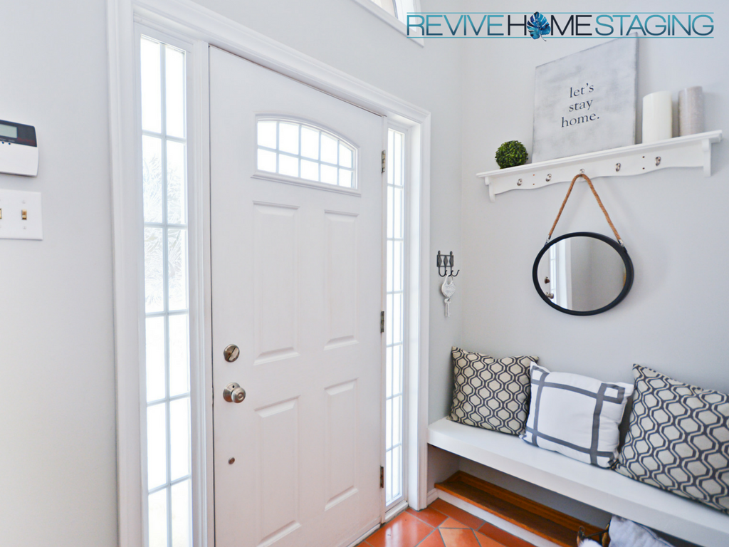 Revive-Home-Staging-Pam-MacKinnon-186-Kaye-Street-Entry-way